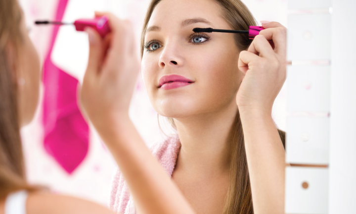 Makeup Tips For People Who Wear Contact Lenses